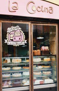La Cocina de Mi Vecina Cake Display