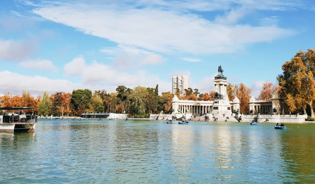 The Retiro Park lake in Autumn